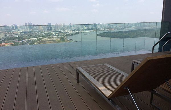 Breeze-Narathiwas-Bangkok-condo-swimmingpools